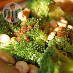 Broccoli in salsa agrodolce e anacardi