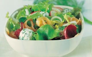 Ricetta insalata di salmone e perline di ricotta