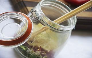 Ricetta insalata di noodles nel barattolo