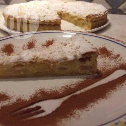 Crostata di pere con crema frangipane e copertura di pasta sfoglia ...