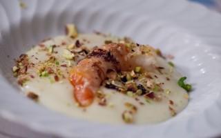 Ricetta gamberi, crema di patate e pistacchi