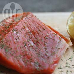 Salmone marinato all'aneto (gravlax)