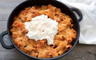 Ricetta pasta al forno con ragù di salsiccia e burrata