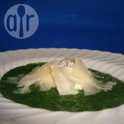 Crema di spinaci novelli, uovo affogato e scaglie di parmigiano ...