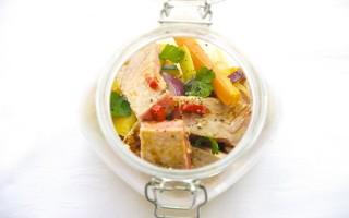 Ricetta insalata con verdure e tonno al miele e soia in barattolo ...