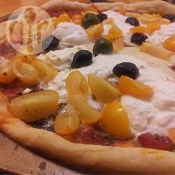 Pizza con ricotta e pomodorini gialli