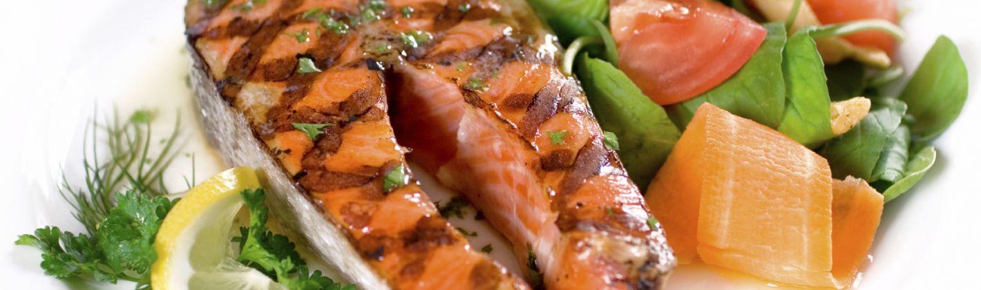 Ricetta salmone alla griglia con burro di acciughe e capperi ...