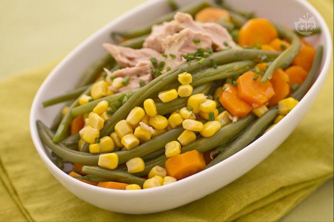 Ricetta insalata di fagiolini, carote, mais e tonno