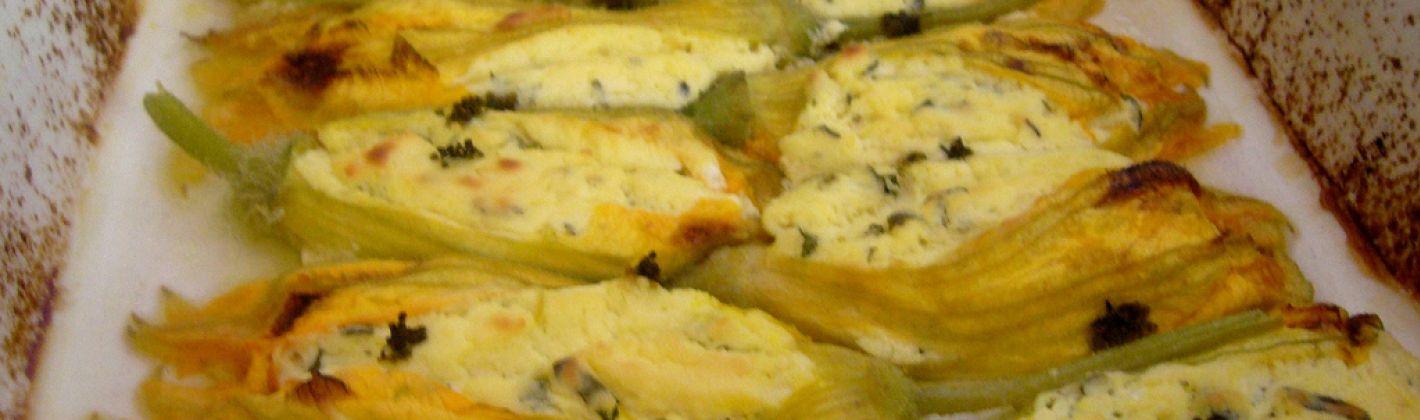 Ricetta fiori di zucca con ricotta su salsina di peperoni
