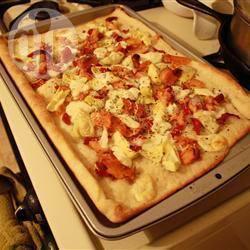 Pizza al salmone affumicato e carciofini