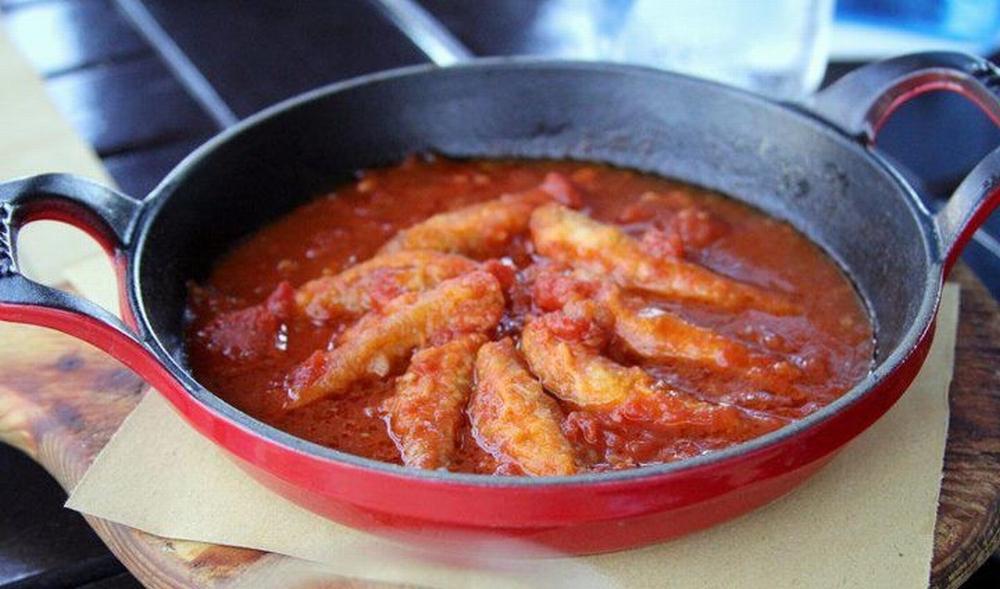 Triglie al pomodoro con piselli