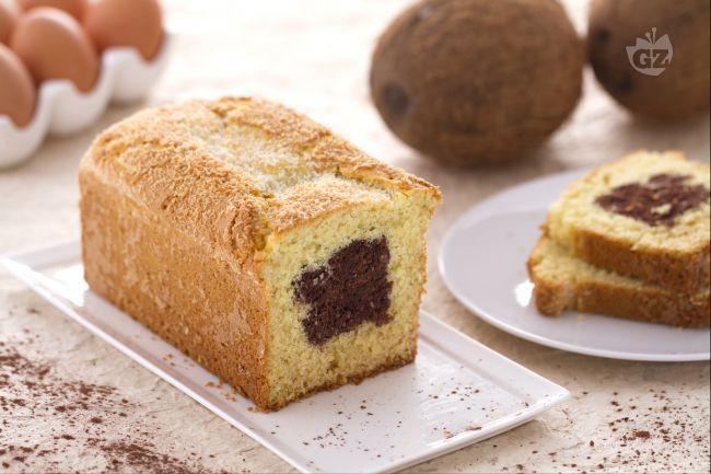 Ricetta plumcake al cocco con cuore di cioccolato