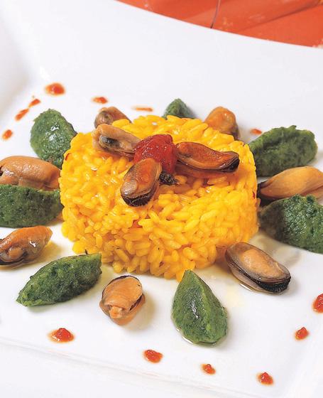 Risotto giallo con cozze e fave