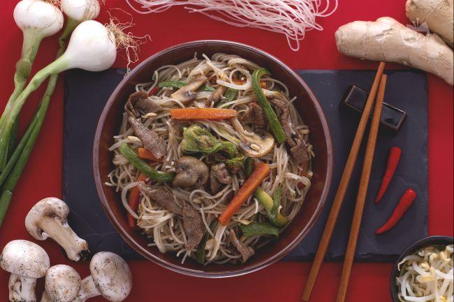 Ricetta spaghetti di riso con carne e verdure