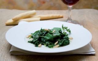 Ricetta spinaci alle acciughe e pinoli