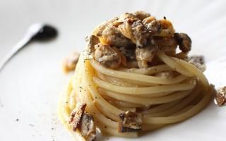 Ricetta spaghetti con vongole e sgombro grigliato