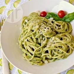 Spaghetti al pesto di spinaci e limone