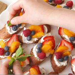 Bruschette di frutta