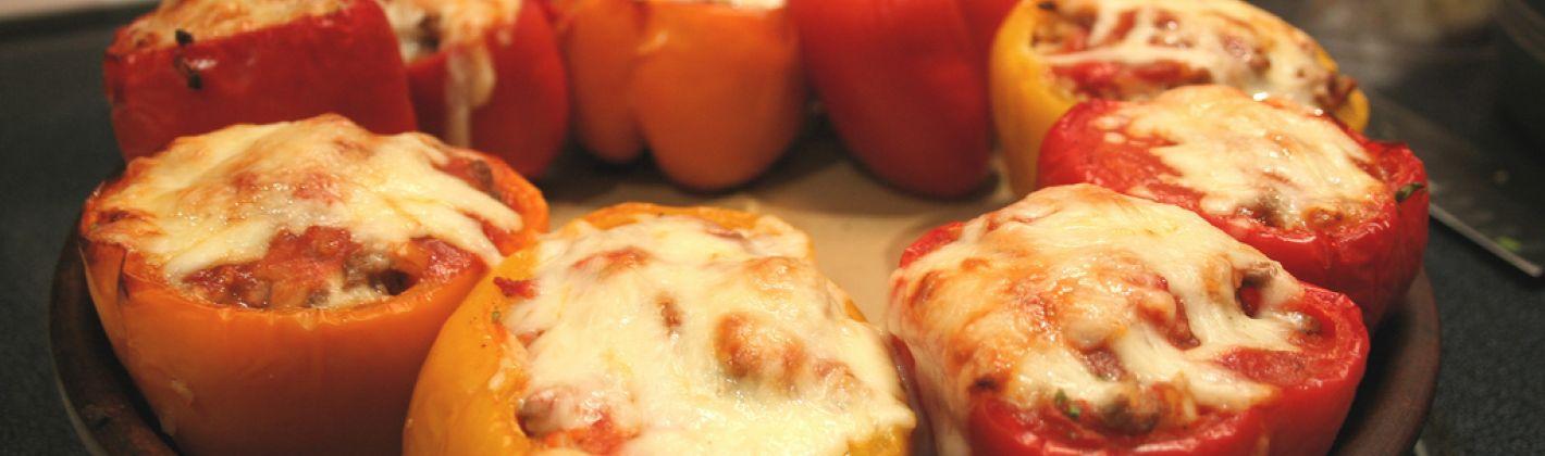 Ricetta peperoni ripieni con uova e formaggio filante