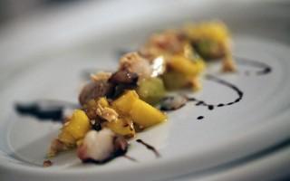 Ricetta insalata di mazzancolle, mango, pomodori verdi e nocciole ...