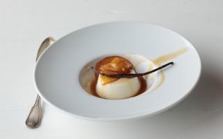 Ricetta budino alla vaniglia con pesche caramellate
