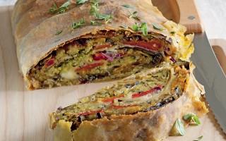 Ricetta strudel di verdure, pane aromatico e mozzarella