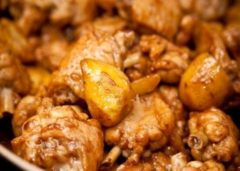 Pollo in umido