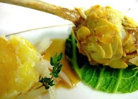 Costolette di agnello in crosta di patate ed erbe