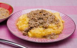 Ricetta polenta con ragù di maiale e salsiccia