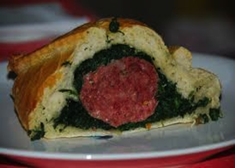 Cotechino in crosta con spinaci e lenticchie