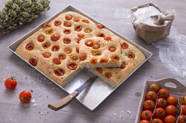 Ricetta focaccia con pomodorini e origano