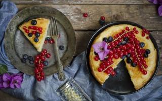 Ricetta torta al mascarpone con ribes e mirtilli