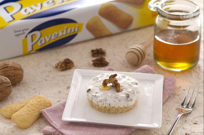 Ricetta minicake di pavesini allo yogurt miele e noci