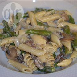 Pasta con asparagi e crema di funghi