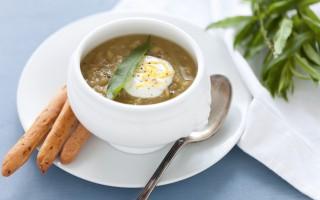 Ricetta zuppa di piselli con panna acida al limone e grissini alla ...