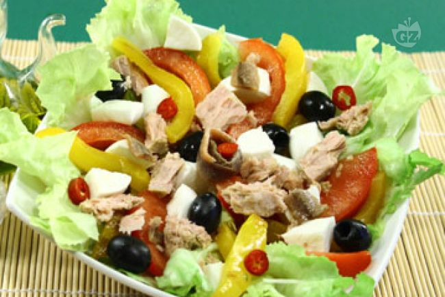 Ricetta insalata con tonno, mozzarella e peperoni
