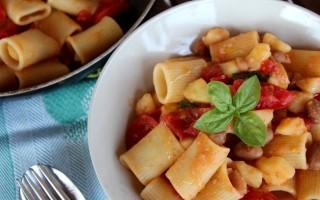 Ricetta mezze maniche patate fagioli e pomodori al basilico ...