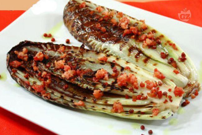 Ricetta radicchio alla piastra con pancetta e pepe rosa