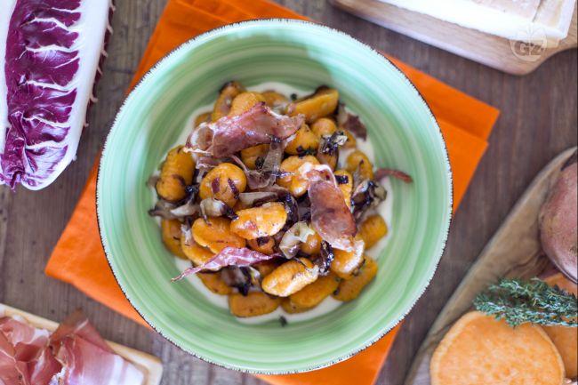 Ricetta gnocchi di patate dolci al radicchio e speck