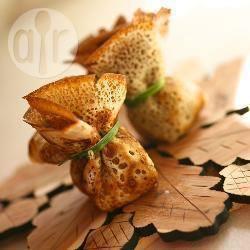 Saccottini di crepes con formaggio e prosciutto