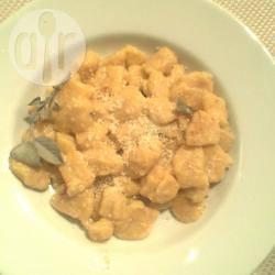 Gnocchi di zucca e patate con salvia e gorgonzola