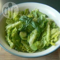 Insalata cuor di lattuga, cetrioli e basilico