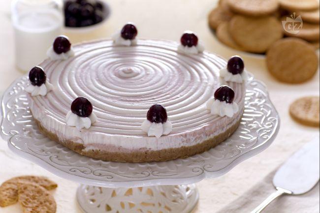 Ricetta cheesecake bicolore con panna e amarene
