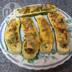 Zucchine ripiene con pancetta, piselli e fontina