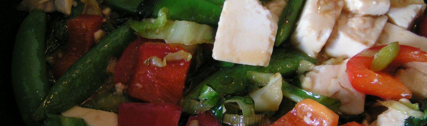Ricetta insalata di verdure con noci e tofu