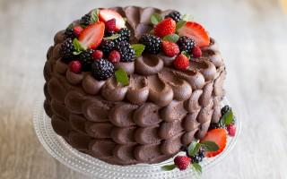 Ricetta torta al cioccolato e frutti di bosco