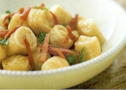 Gnocchi di patate con pancetta e basilico