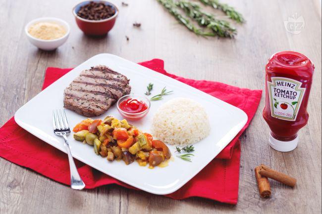 Ricetta grilled beef speziato con riso pilaf e verdure primaverili