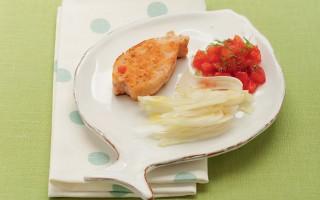 Ricetta hamburger di salmone con pomodori e finocchi
