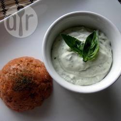 Tartare di salmone con salsa al basilico